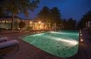 בית בגליל | מלון בוטיק וספא הבריכה בלילה