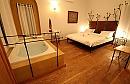 יו & מי חדר השינה