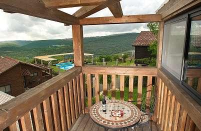 צימר באיזור הצפון | שילובים בטבע - חלק מהמרפסות מציעות נוף יפה אל ההרים