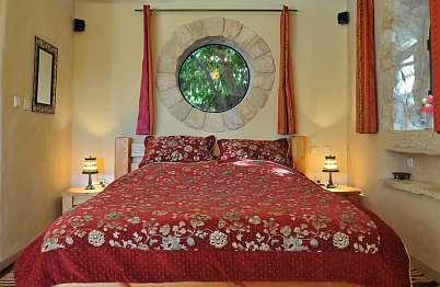 צימר באיזור הצפון | אידיליה | הפנינה- בתי אבן יוקרתיים - אידיליה - חדר השינה