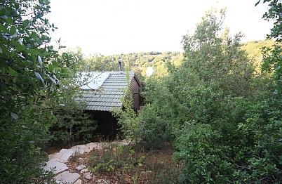 צימר באיזור הצפון | ארץ בראשית - לזוגות בלבד - בקתה מבודדת עם שבילי אבן טבעית בעבודת יד