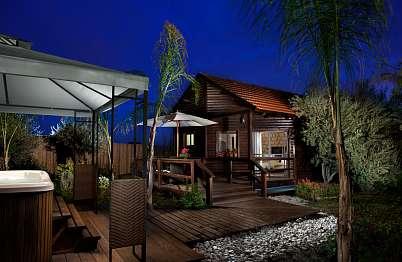 צימר in north area | Muskat - a luxurious resort experience - הסוויטות מוקפות חורש ומציעות פרטיות מוחלטת.