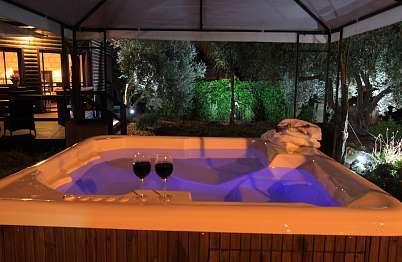 צימר in north area | Muskat - a luxurious resort experience - הספא הפרטי מדגם איכותי ותרגישו זאת בעוצמת הזרמים ובטמפ'.