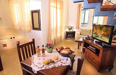 צימר in north area | Pnina bemoshava - a Pearl in the Moshava - סוויטה גדולה ומרווחת בשלל כיבודים תוצרת בית