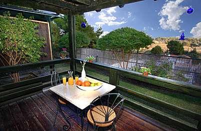 צימר in north area | Cottage in the countryside - מרפסת פרטית לכל יחידה, נוף פתוח להרי הגליל ורמת הגולן