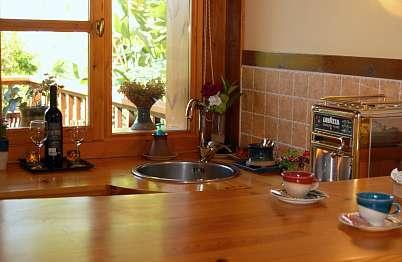 צימר in north area | Gan Eden - Paradise b&b - מטבחון ובר ישיבה דקורטבי (לא ניתן לבשל)
